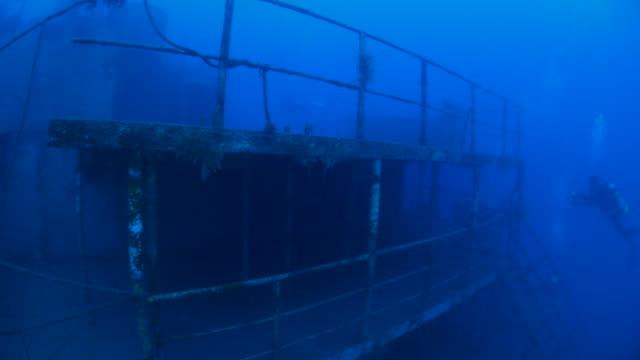vídeos de stock, filmes e b-roll de naufrágio militar gigante em taiwan - deep sea diving