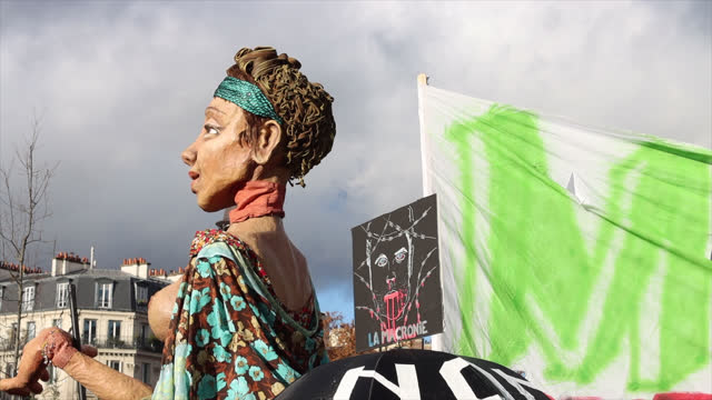 vidéos et rushes de giant puppets animated by comedians from the cultural sector attend a demonstration in front of the opera bastille to protest against the measures of... - french culture