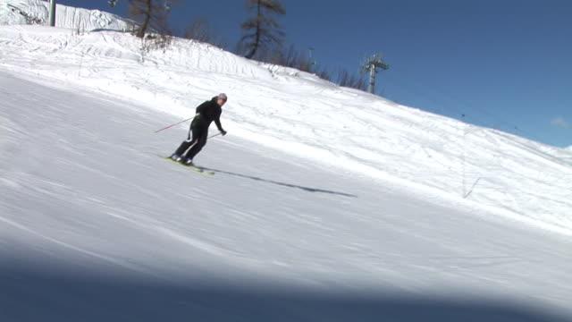 hd: giant slalom skiing - slalom skiing stock videos & royalty-free footage