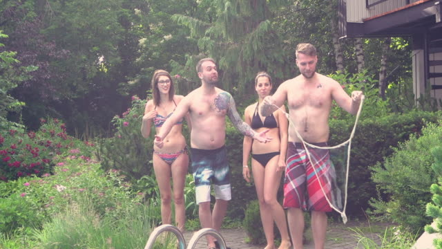 Riesige Seifenblasen Young Adult-Pool-Party im freien Sommer BBQ