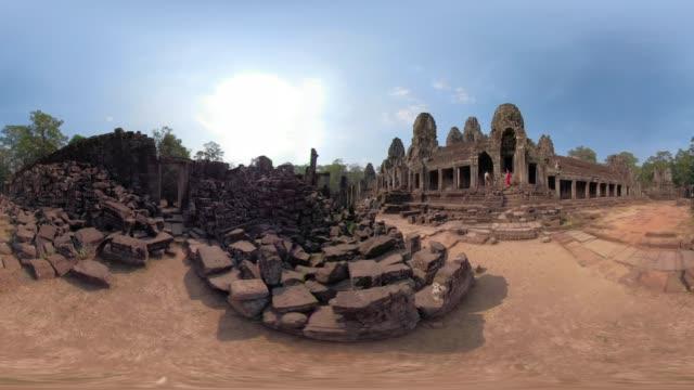 360 vr / giant stone face tower of bayon temple - 素材点の映像素材/bロール