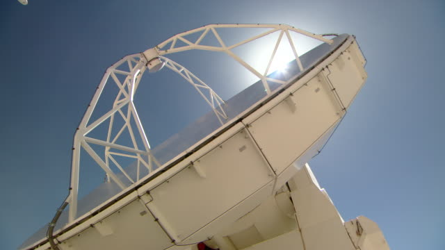 giant telescope - satellitenschüssel stock-videos und b-roll-filmmaterial