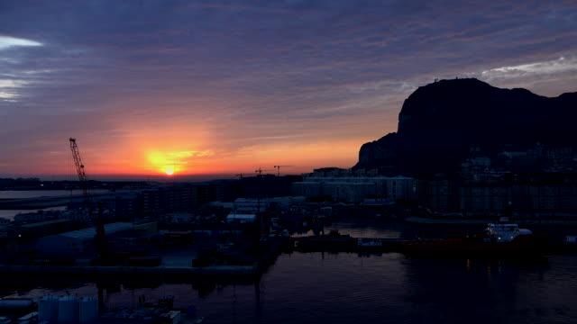 gibraltar rock sun rising time lapse - gibraltar bildbanksvideor och videomaterial från bakom kulisserna
