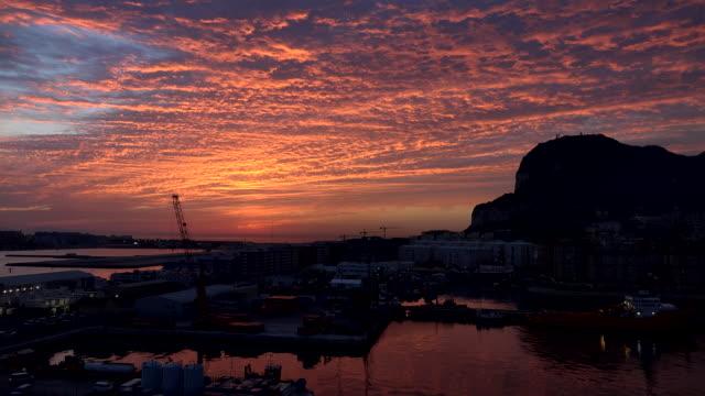 gibraltar rock with bright sunrise clouds time lapse view - gibraltar bildbanksvideor och videomaterial från bakom kulisserna