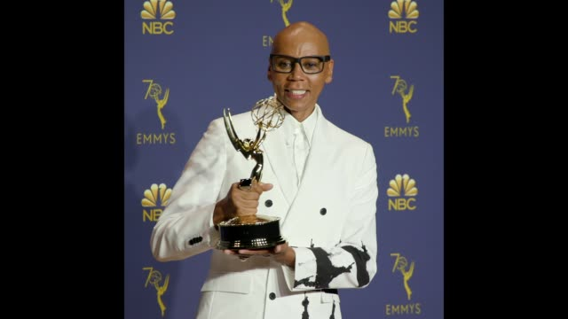 vídeos de stock, filmes e b-roll de ru paul at the 70th emmy awards photo room - 70th annual primetime emmy awards