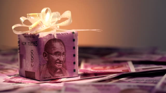 gift box of indian two thousand banknotes - altruismo video stock e b–roll
