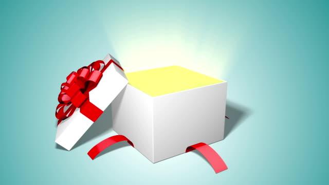 stockvideo's en b-roll-footage met geschenk box openen - verjaardagskado
