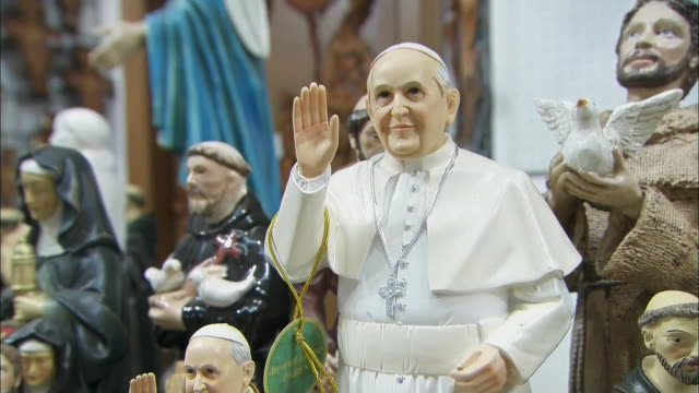 gift shop in italy that sells pope francis memorabilia. - religion or spirituality stock videos & royalty-free footage