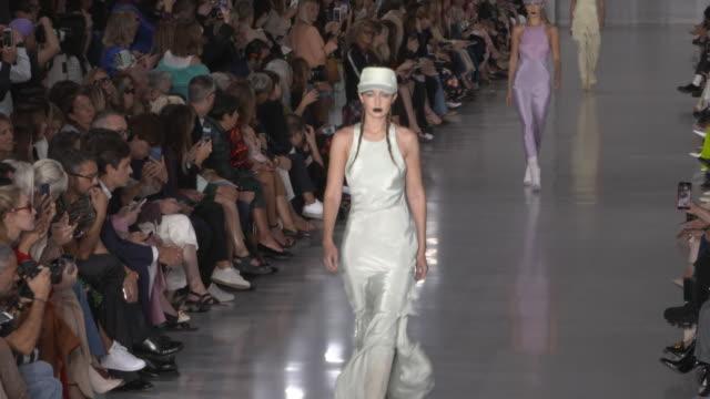 gigi hadid at max mara - mfw september 2019 on september 19, 2019 in milan, italy. - milan fashion week stock videos & royalty-free footage