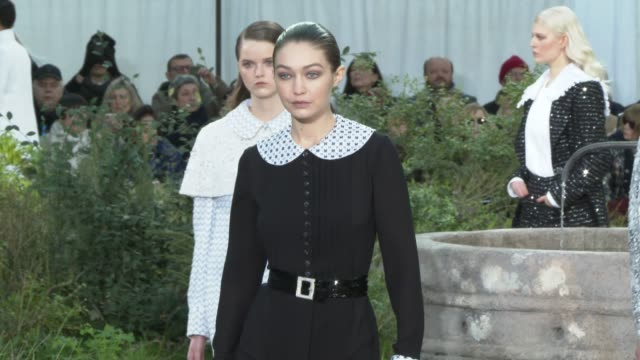 gigi hadid at paris fashion week - haute couture spring/summer 2020 : chanel on january 20, 2020 in paris, france. - ジジ・ハディッド点の映像素材/bロール