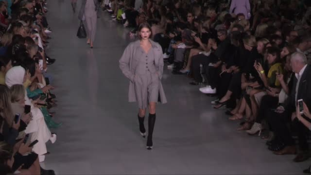 gigi hadid, bella hadid, kaia gerber, candice swanepoel, doutzen kroes and more on the runway for the max mara ready to wear spring summer 2020... - milan fashion week stock videos & royalty-free footage