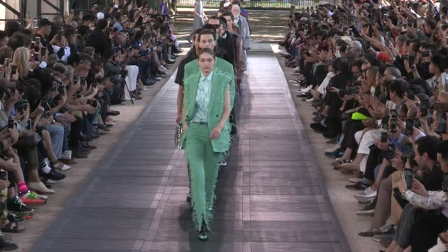 gigi hadid her fellow models deigner kris van assche on the runway for the berluti spring summer 2020 menswear fashion show in paris paris france on... - paris fashion week stock videos & royalty-free footage