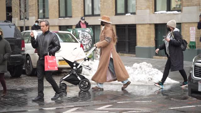 gigi hadid is seen in soho on december 19, 2020 in new york city. - ジジ・ハディッド点の映像素材/bロール