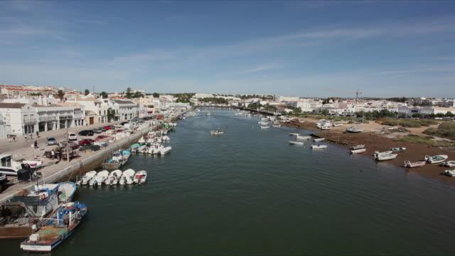 ws ha gilao river and townscape / tavira, algarve, portugal - algarve stock-videos und b-roll-filmmaterial