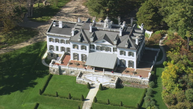 aerial gilded age period mansion in manicured lawns and trees / massachusetts, united states - herrgård bildbanksvideor och videomaterial från bakom kulisserna