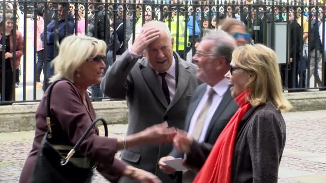 vidéos et rushes de giles brandreth at westminster abbey on june 07 2017 in london england - ronnie corbett