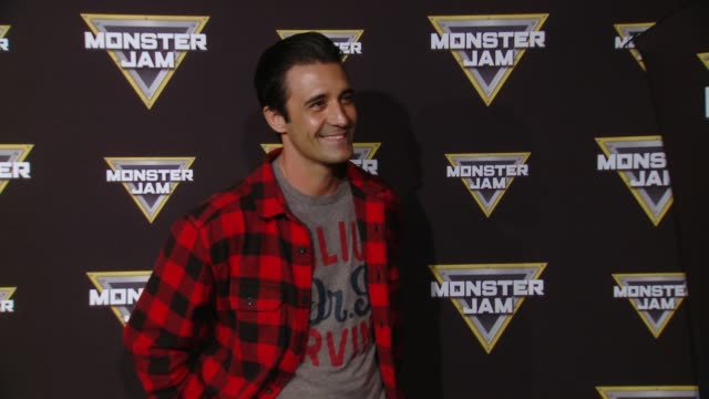 vídeos y material grabado en eventos de stock de gilles marini at monster jam celebrity event at angel stadium on february 24 2018 in anaheim california - angel stadium