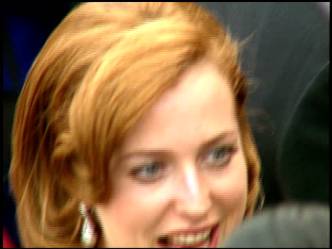 vídeos y material grabado en eventos de stock de gillian anderson at the 1997 emmy awards arrivals at the pasadena civic auditorium in pasadena, california on september 14, 1997. - auditorio cívico de pasadena