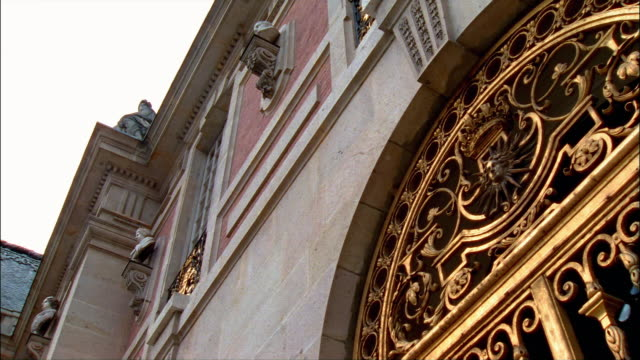 la, cu, zi, gilt metal work with sun face above gateway to palace of versailles, france - 17th century style stock videos & royalty-free footage