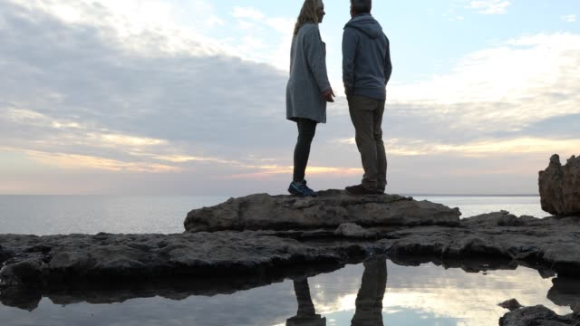 gimbal stabilizer view of couple walking between tidal pools - tide pool stock videos & royalty-free footage