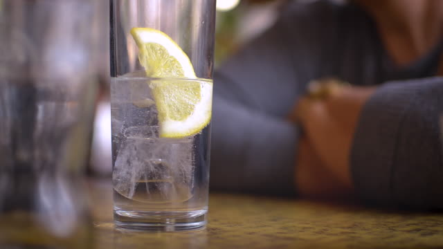 gin and tonic with lemon into glass in pub - fizzy lemonade stock videos & royalty-free footage