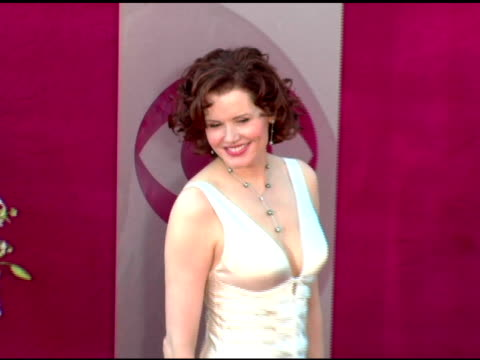 gina davis at the 2005 emmy awards at the shrine auditorium in los angeles, california on september 18, 2005. - ジーナ デイヴィス点の映像素材/bロール