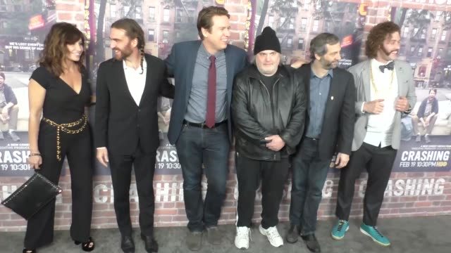 vídeos de stock, filmes e b-roll de gina gershon george basil pete holmes artie lange judd apatow tj miller at hbo's crashing premiere on february 15 2017 in los angeles california - judd apatow
