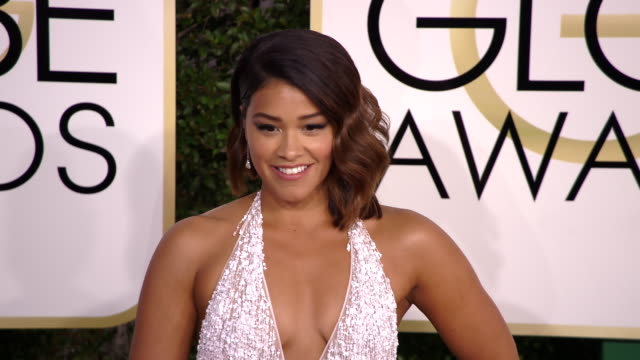 gina rodriguez at 74th annual golden globe awards arrivals at 74th annual golden globe awards arrivals at the beverly hilton hotel on january 08 2017... - ビバリーヒルトンホテル点の映像素材/bロール