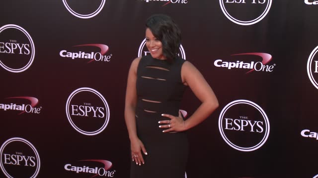 vídeos de stock, filmes e b-roll de gina rodriguez at the 2016 espy awards at microsoft theater on july 13 2016 in los angeles california - microsoft theater los angeles