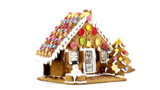 vídeos y material grabado en eventos de stock de casa de galleta de jengibre - galleta dulces