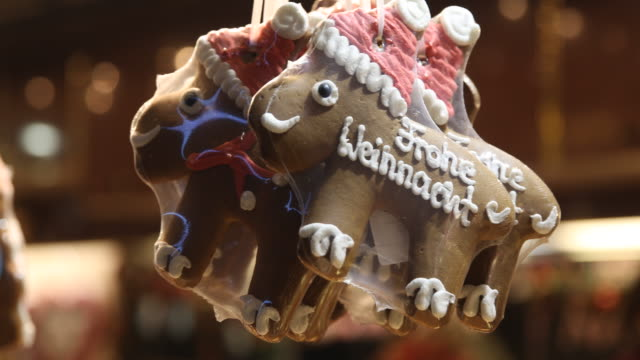 gingerbread with the inscription frohe weihnachten in a shop on a christmas market with christmas decoration in germany - advent calendar stock videos & royalty-free footage