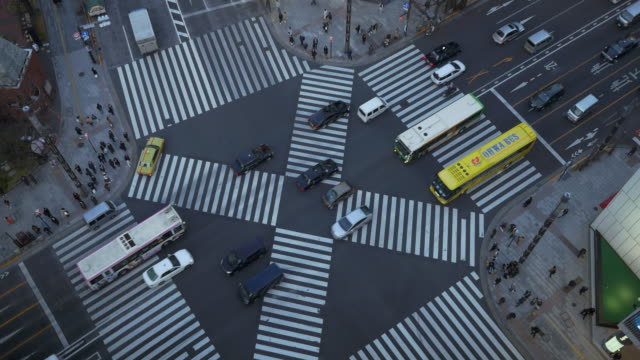 ginza crossing street - road junction stock-videos und b-roll-filmmaterial