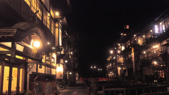 ginzan onsen hot spring town, japan - tourism点の映像素材/bロール