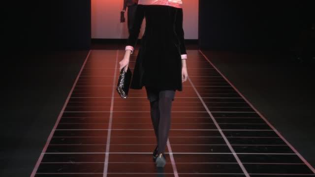 vídeos de stock, filmes e b-roll de milan fashion week women a/w 2012 on february 27 2012 in milan italy - giorgio armani marca de moda
