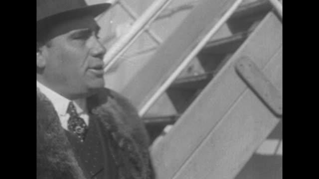 vídeos y material grabado en eventos de stock de giovanni caruso brother of famed tenor enrico caruso on board an ocean liner in a coat with a heavy fur collar he smiles broadly / note exact... - embarcación de pasajeros