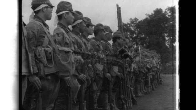 vidéos et rushes de giretsu kuteitai imperial army soldiers condition train receive instructions and participate in a departure ceremony before they are transported in... - guerre du pacifique