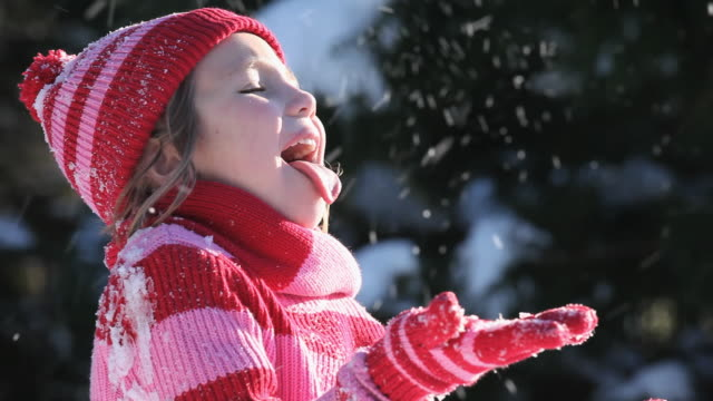 cu girl (4-5) catching snow on her tongue / richmond, virginia, usa - human tongue stock videos & royalty-free footage