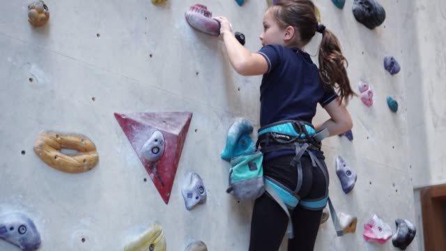 girl climbing on climbing wall - climbing wall stock videos & royalty-free footage