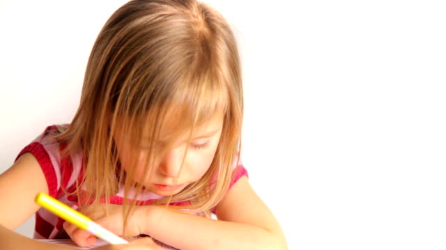 stockvideo's en b-roll-footage met girl colouring - alleen kinderen