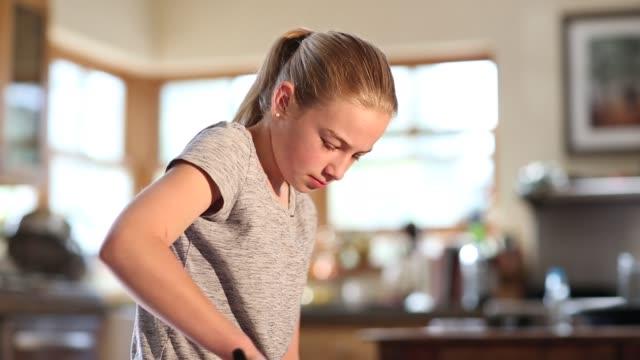 vídeos de stock, filmes e b-roll de girl cutting watermelon at home - cortar atividade