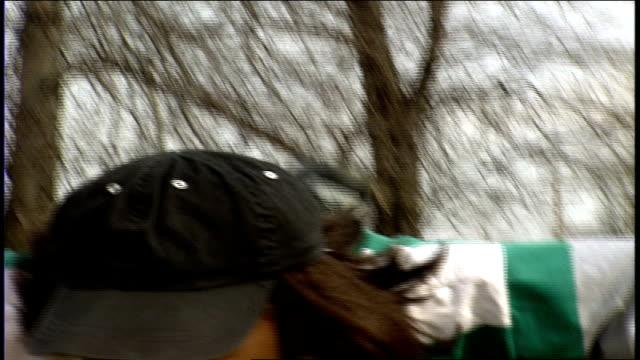girl doing push ups on field in philadelphia pa - allenamento a corpo libero video stock e b–roll