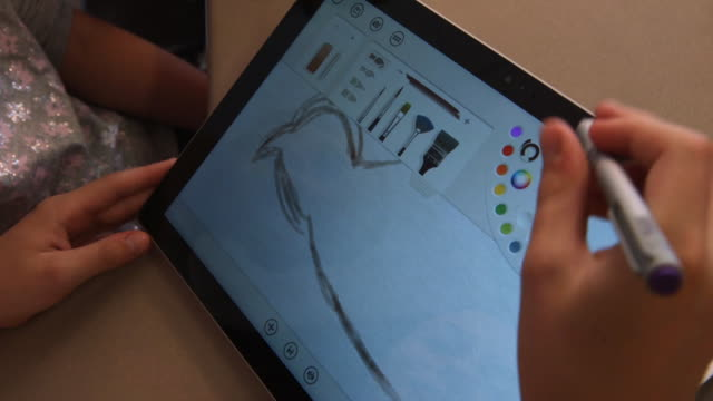 girl drawing on tablet - wiese stock videos & royalty-free footage