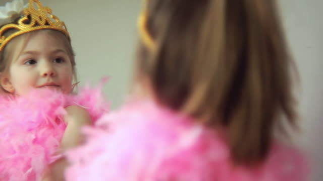 stockvideo's en b-roll-footage met cu r/f girl (4-5) dressed up as princess looking in mirror / jersey city, new jersey, usa - girls videos