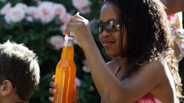 vídeos de stock, filmes e b-roll de girl drinking orange soda with a straw - bebida não alcoólica