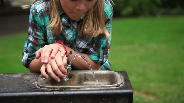 girl drinks water from fountain - purified water stock videos & royalty-free footage