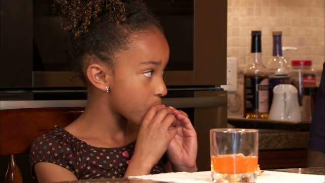 cu girl (6-7) eating potato chips / salt lake city, utah, usa - 塩味スナック点の映像素材/bロール