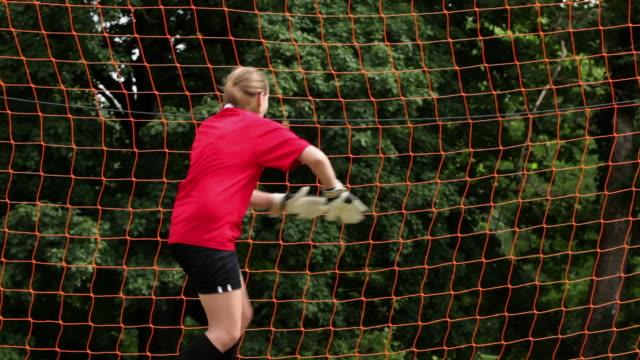 stockvideo's en b-roll-footage met girl goalkeeper being hit by ball - alleen één tienermeisje