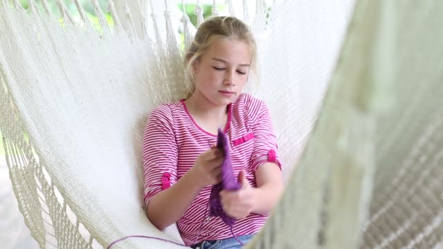 girl in hammock - 10 11 jahre stock-videos und b-roll-filmmaterial