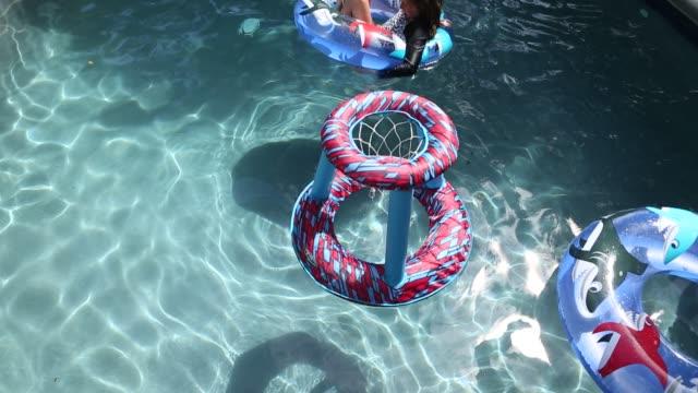 girl in pool - piscina pubblica all'aperto video stock e b–roll