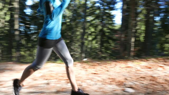 ジョギング、森ガール